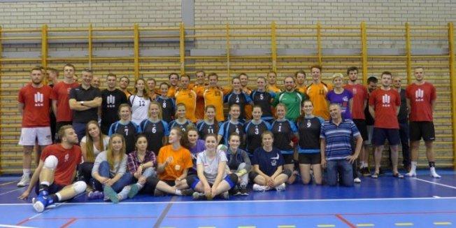 Volleyballerinnen und Volleyballer der FAU zu Gast bei der AGH Krakau